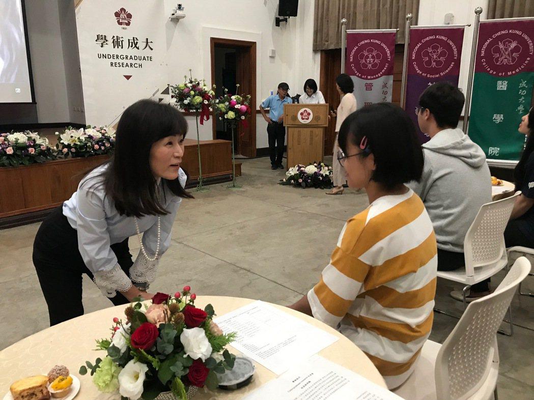 成大校長蘇慧貞關心不分學系新生,並期勉透過研究創新,去迎接挑戰、發展潛能. 張傑...