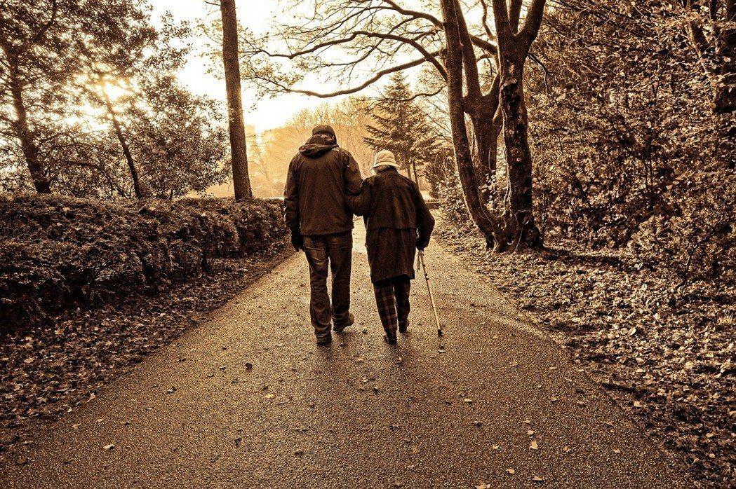 對於已婚或有長期伴侶的人來說,伴侶的死亡恐怕是非常難以接受的現實。 圖/pixa...