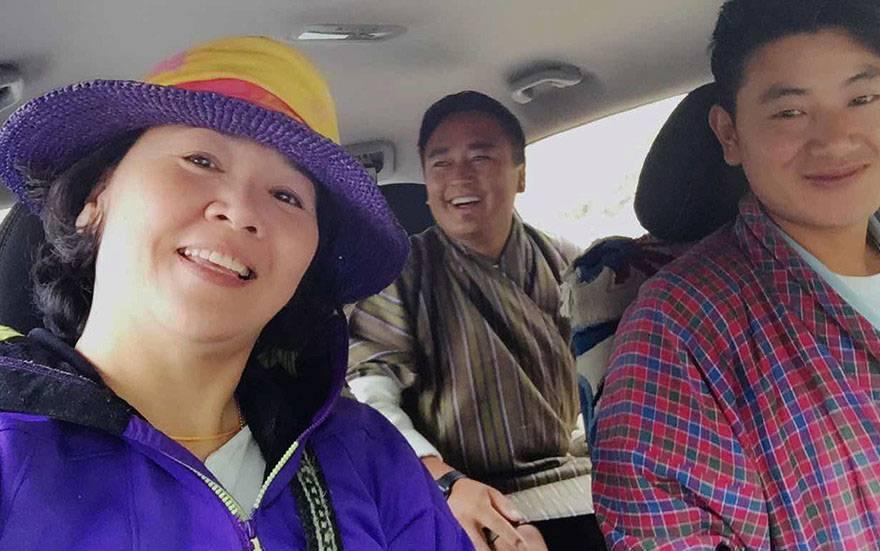 去年王琄一個人到不丹旅遊,與當地的導遊和司機結為好友,甚至在車上教他們唱中文歌,...