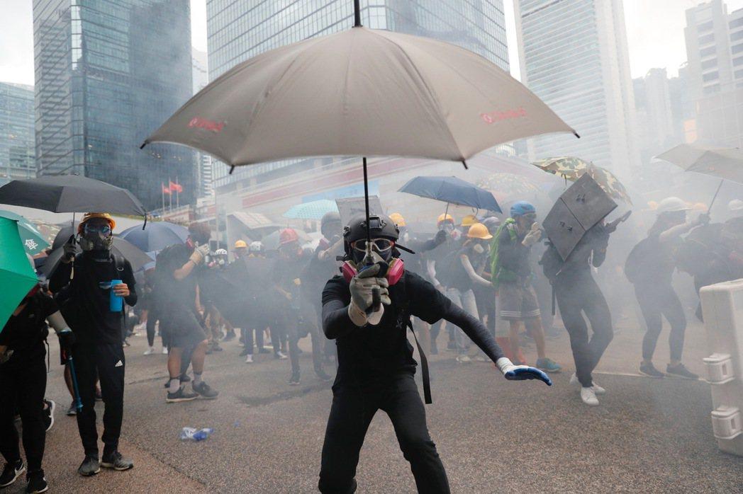 反送中抗爭至今,警方已經逮捕逾1100名示威人士。攝於8月31日。 圖/美聯社