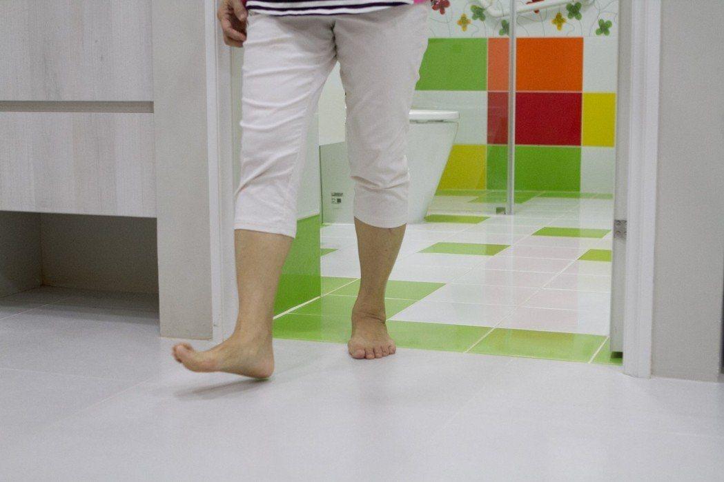 浴室無門檻,減少絆倒機會。  圖/永慶居家服務中心提供