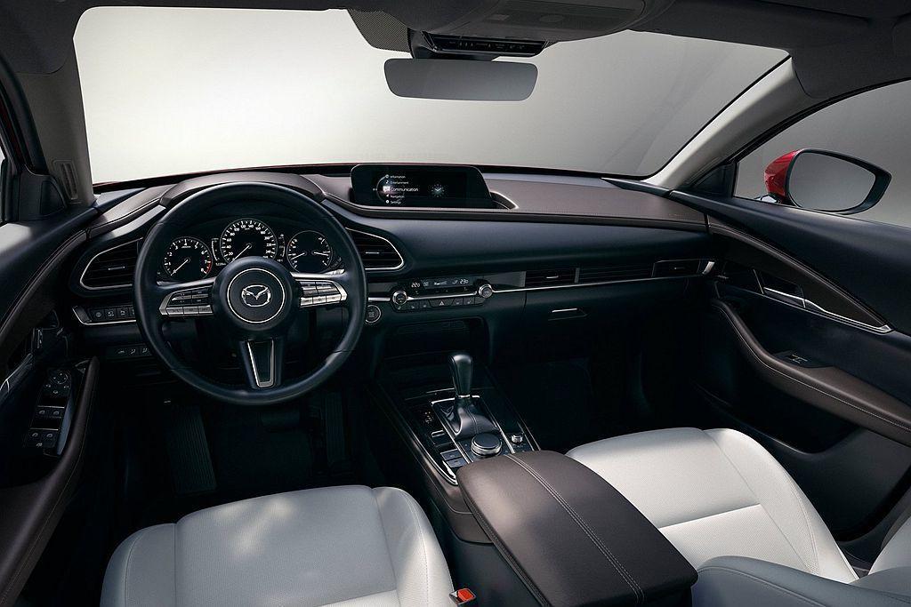 Mazda CX-30延續新Mazda3媲美豪華車廠的內裝質感,嶄新8.8吋螢幕...