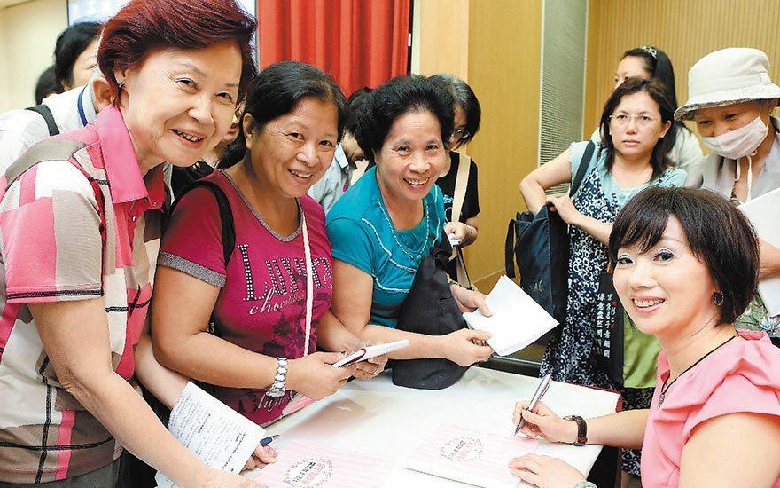 吳明珠不只是中醫師,還是作家,喜歡接觸粉絲,分享養生之道。