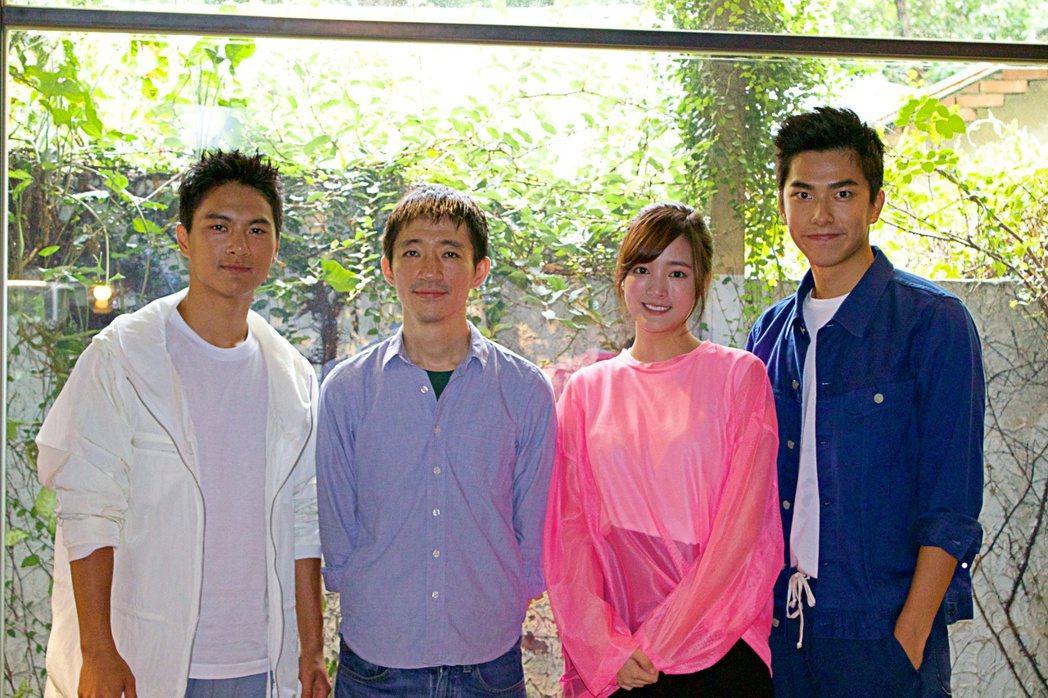 導演徐漢強(左二)與主要演員王淨(右二)、曾敬驊(右一)與李冠毅(左一)