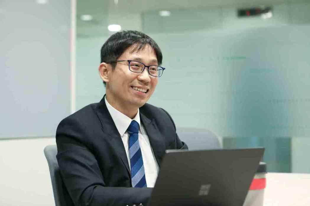 台灣人工智慧學校執行長陳昇瑋認為,企業應幫員工教育訓練,使其成為具備既有專長又能...