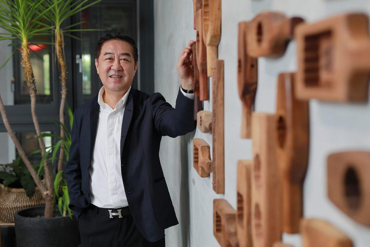 「你不能只有想賺錢,但對這個社會又不貢獻,」舊振南董事長李雄慶正用具體行動,讓企...