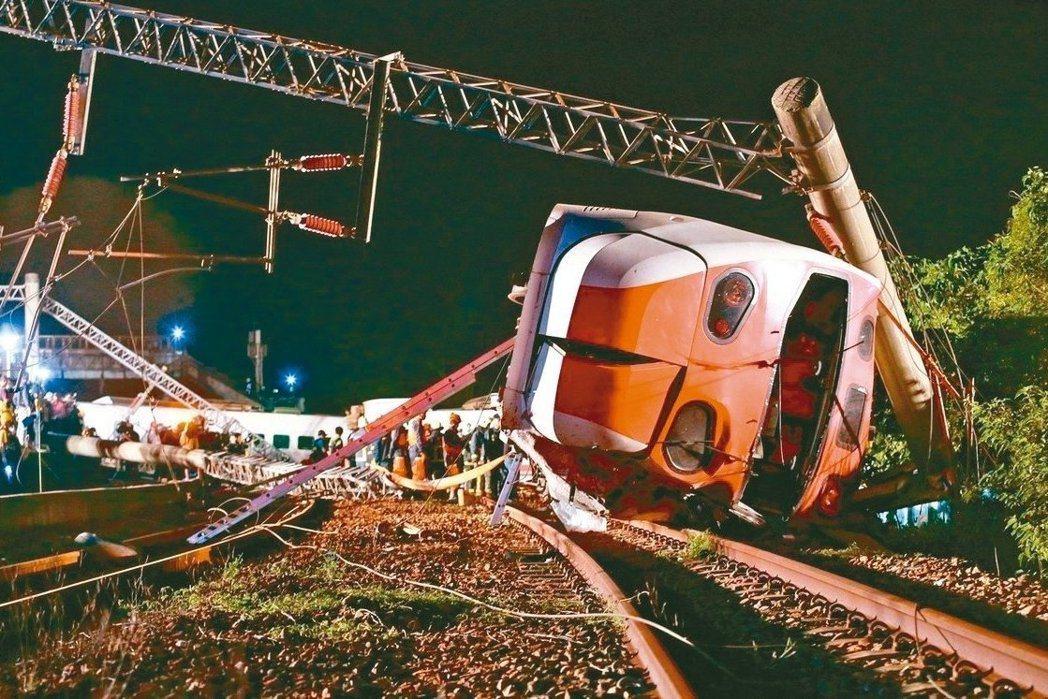 去年台鐵普悠瑪事故造成18死多人輕重傷。本報資料照片