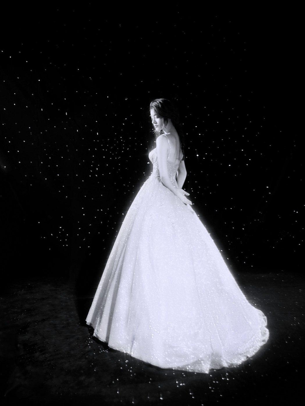 林珈安產後3個月趕拍婚紗,完美曲線不科學。圖/凹凹凸凸娛樂、LINLI提供