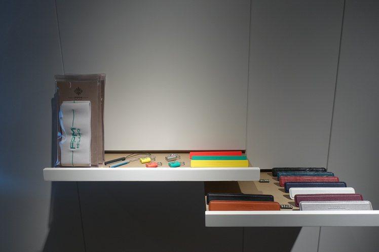 FPM不管是Bank還是Bank S系列行李箱,都能自行加價選購不同材質、顏色的...