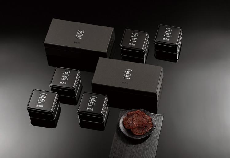 新東陽規畫用澳洲和牛做成的頂級黑饌和牛肉乾禮盒。圖/新東陽提供