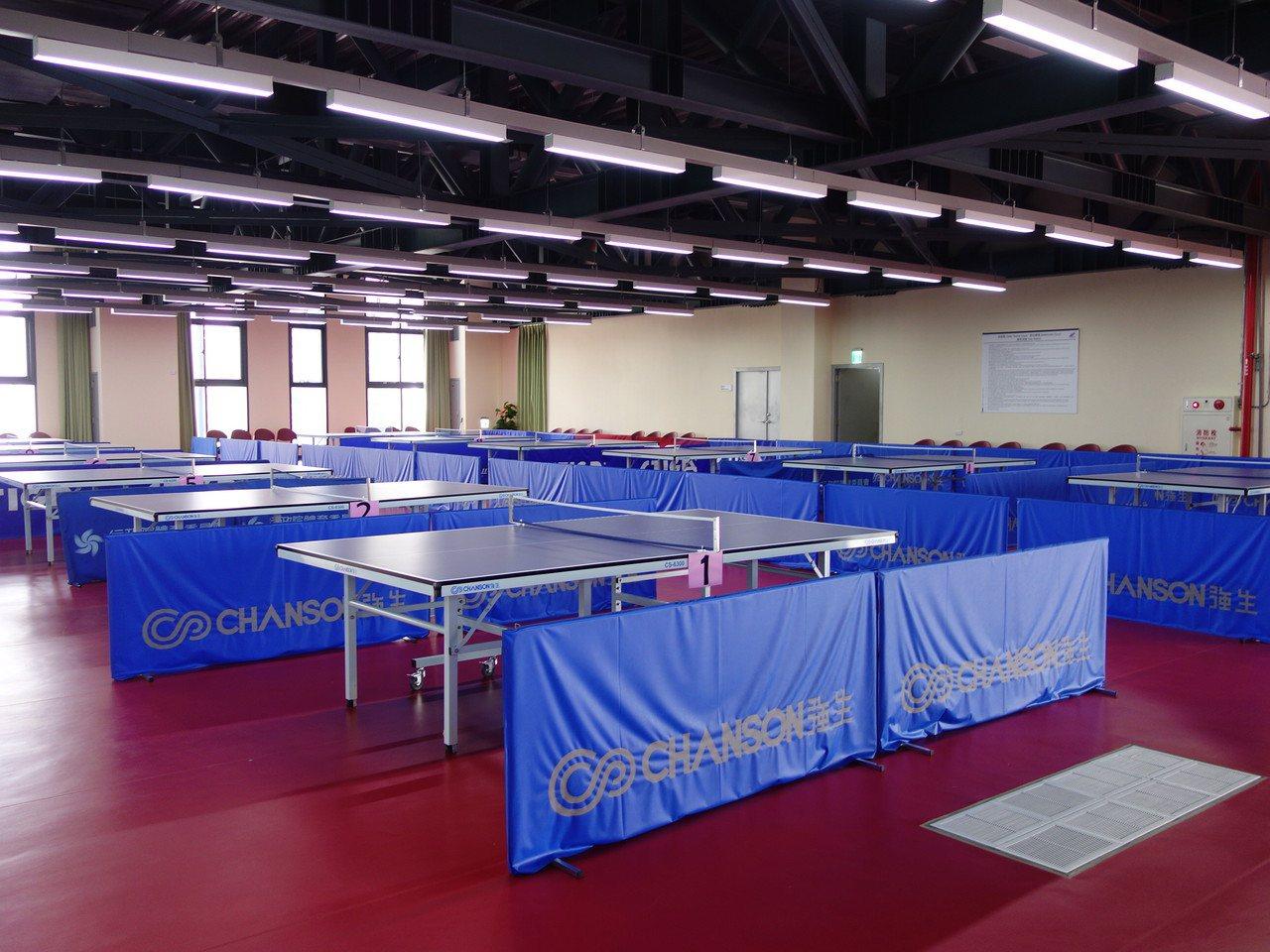 二樓有12張桌球桌。記者郭政芬/攝影