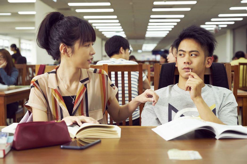 李淳下苦功搞定雙女神!與邵雨薇(左)聊星座培養默契。圖/威視提供