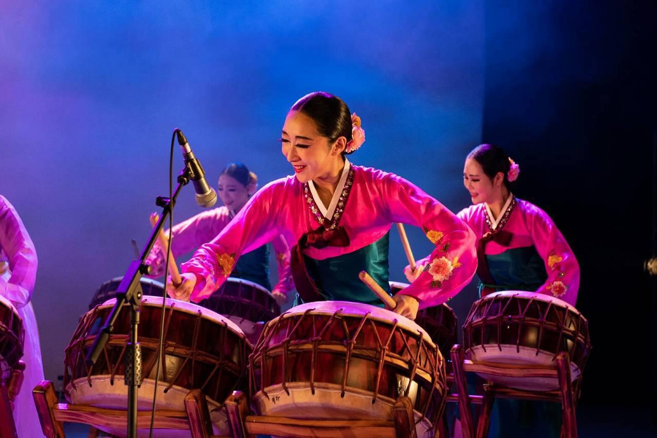 韓國傳統舞團—愛舞團6日11時新竹大遠百開幕演出。業者/提供
