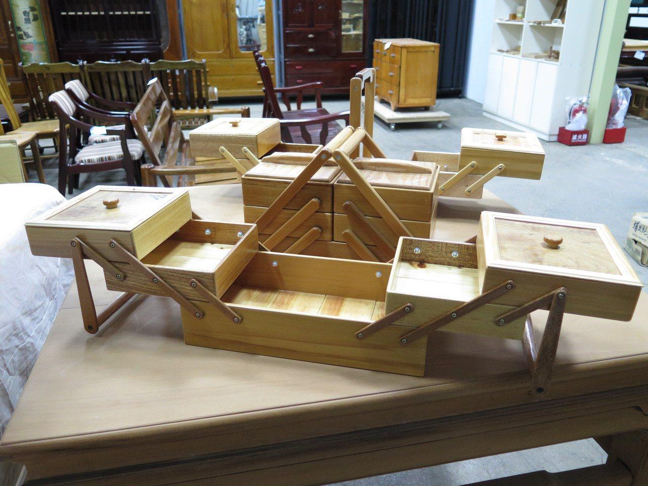 桃仔園修惜站精心製作提籃,可一秒打開,收納各式小物。記者張裕珍/攝影