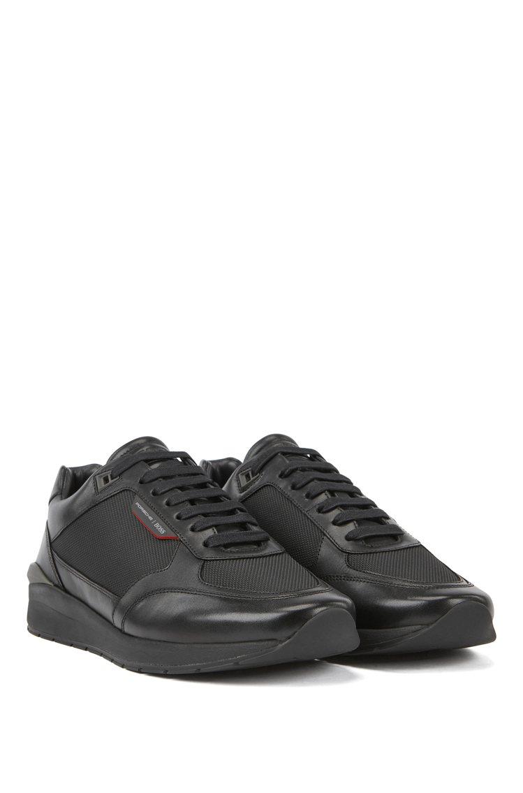 BOSS與保時捷聯名系列黑色休閒鞋,13,400元。