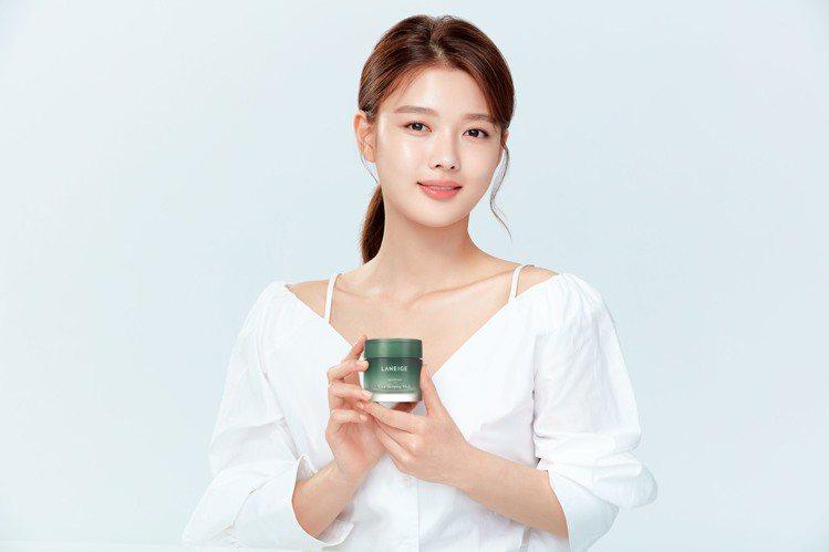 LANEIGE蘭芝9月新推出睡美人肌極修護水凝膜-深層保濕舒緩。圖/蘭芝提供
