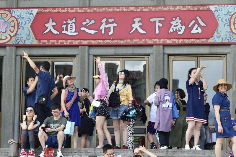 因應中國大陸暫停陸客來台自由行申請,交通部「擴大秋冬國民旅遊獎勵計畫」9月1日上路後,第2波加碼方案也出爐,將從9月16日起實施至12月31日止。聯合報資料照