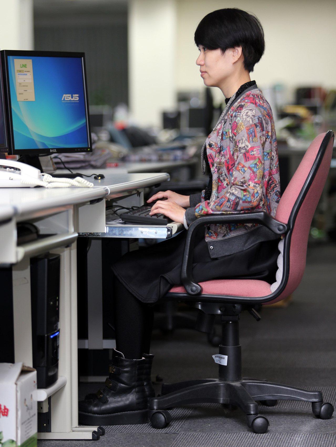 國人普遍坐太久、不太動,尤其長時間在電腦前工作的上班族,久坐除姿勢不良引起下背痛...