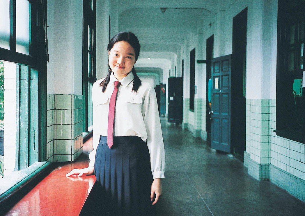白色上衣暗紅色領帶,是北一女綠制服的前身。圖/聯合報系資料照片