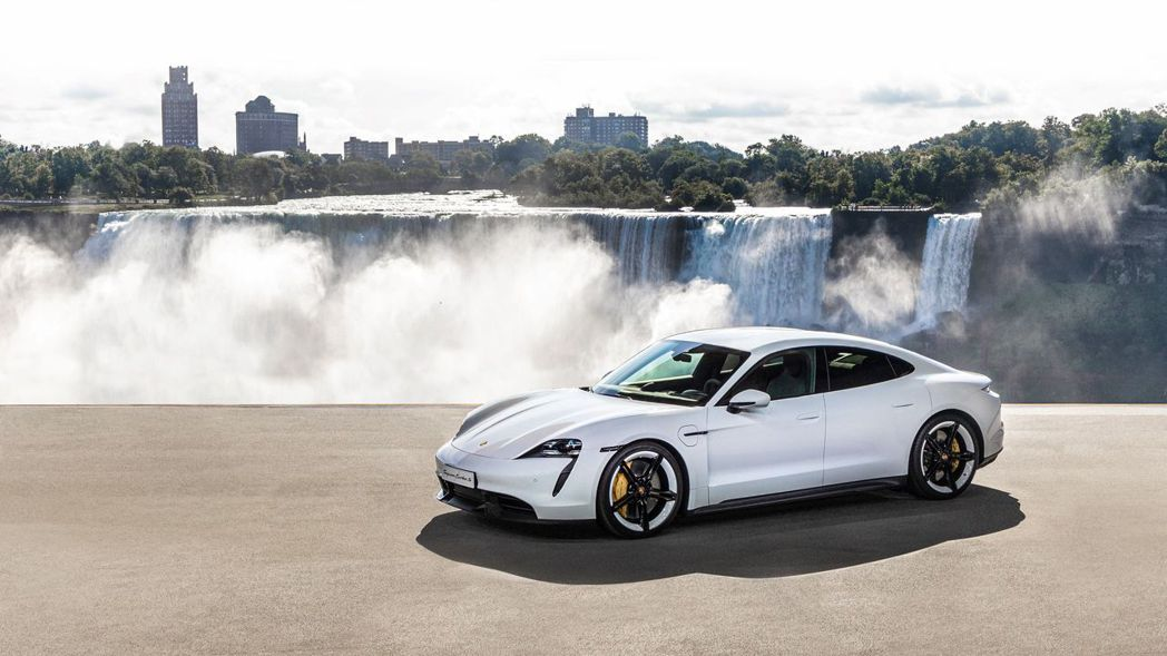 Porsche Taycan於北美尼加拉瓜大瀑布發表,強調其水力發電能源。 圖/...