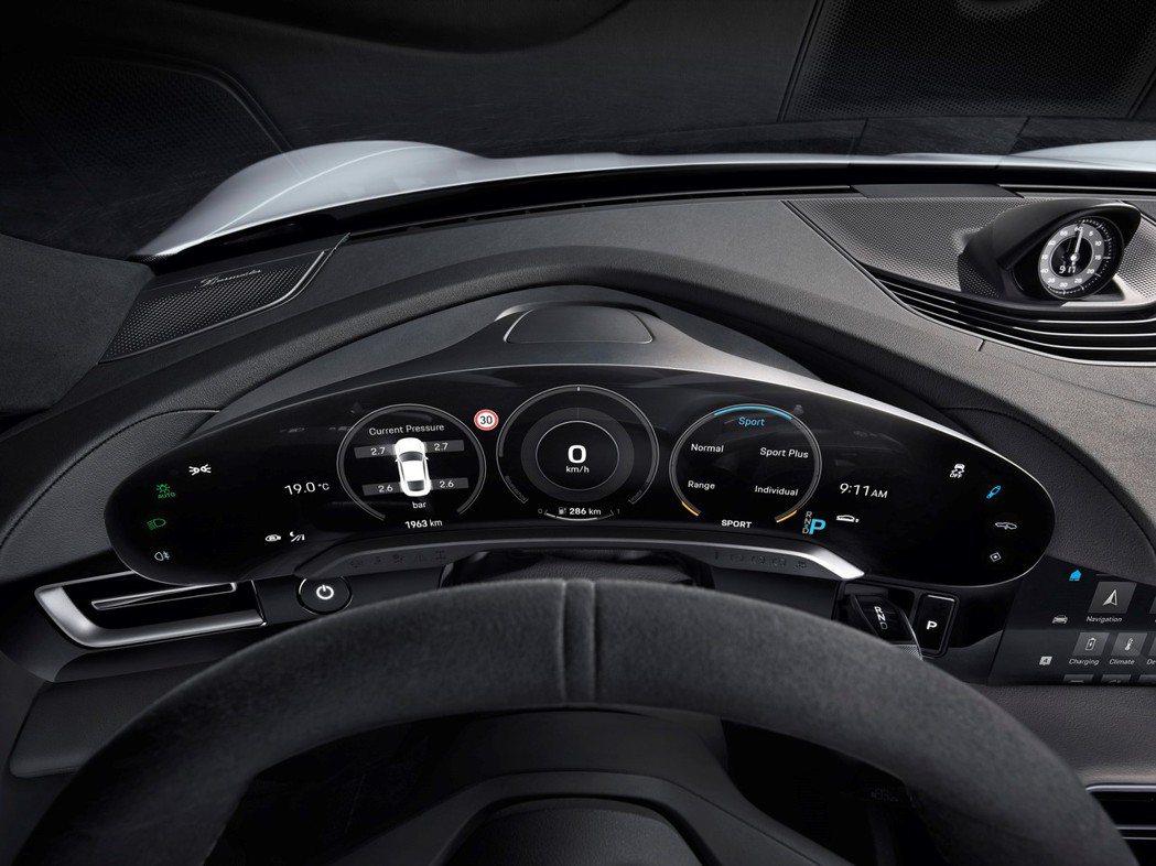 Porsche Taycan儀錶配置以全新設計與清楚明瞭座艙結構,獨立曲面設計的...