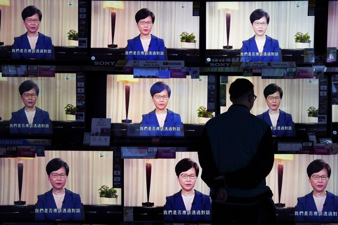 香港的反送中爭議,在連續3個月的社會衝突後,4日晚間迎來了關鍵轉折點——在連日釋...