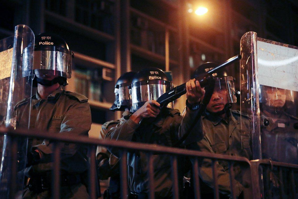 直到9月4日晚間為止,香港各區街頭仍有憤怒的民眾上街示威,要求港警負責交代「暴力...