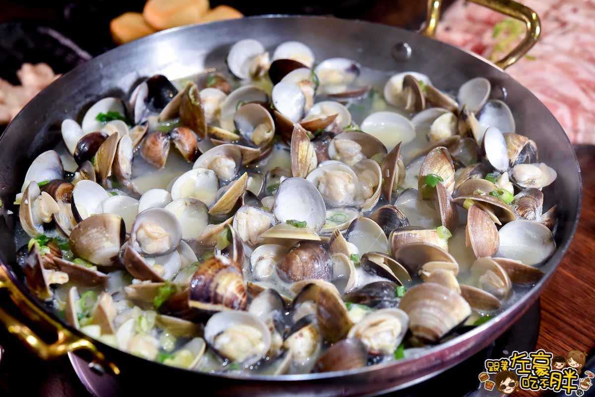 用雞骨、豬骨與甘蔗熬出的「拾貝蛤蠣鍋」。圖/跟著左豪吃不胖授權