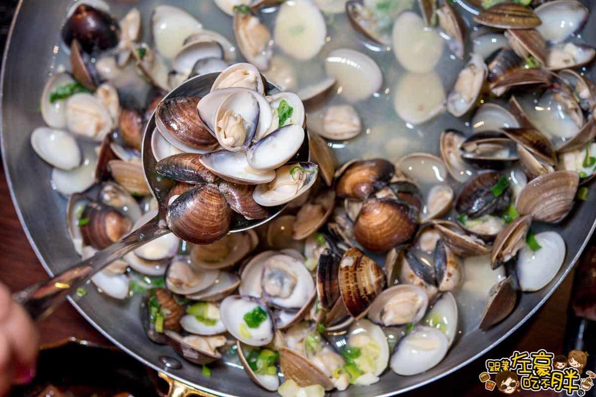「拾貝蛤蠣鍋」高湯湯頭本身就很清甜。圖/跟著左豪吃不胖授權