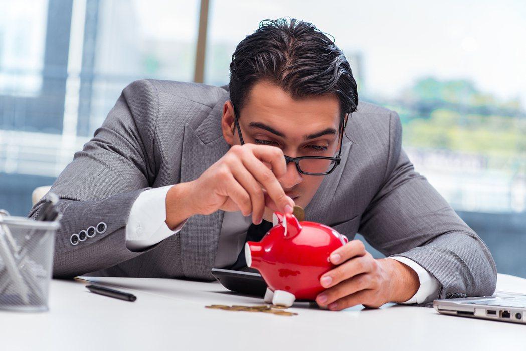 若你活在擔心失去房子或工作的恐懼裡,擔心付不出帳單,或是需要接額外的工作來支付意...