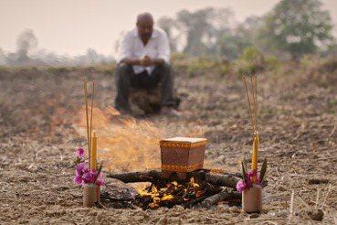 你們可以說我已經死了——紅色高棉大屠殺紀錄片《無名之墓》