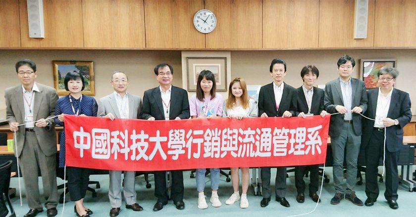 日本大學副校長落合實主持暑期研習班開課儀式。 校方/提供