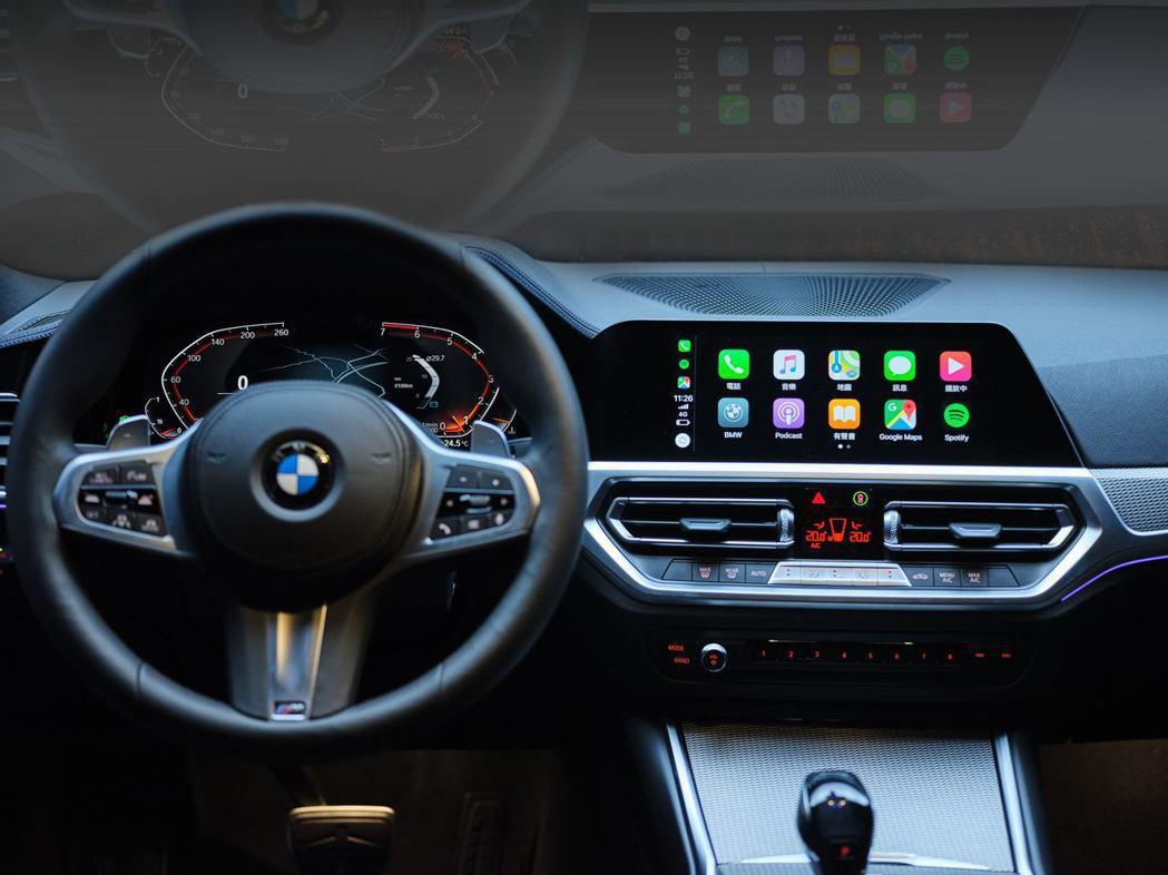 直覺且人性化的iDrive7.0全數位虛擬座艙結合12.3吋虛擬數位儀錶與10....