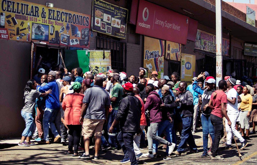 南非的排外主義主要來自於經濟的相對剝削和青年的高失業率,而將罪魁禍首怪到其他非洲...