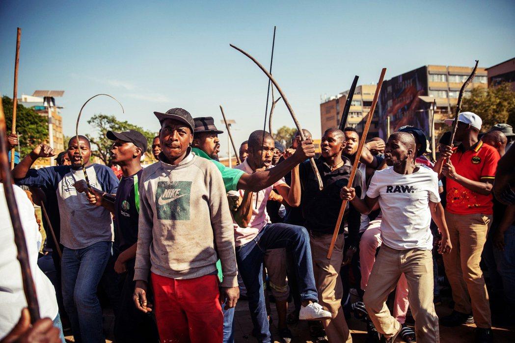 南非的排外仇恨問題由來已久,過去歷史上也曾發生過大量移民在暴亂中死亡的血腥案例。...