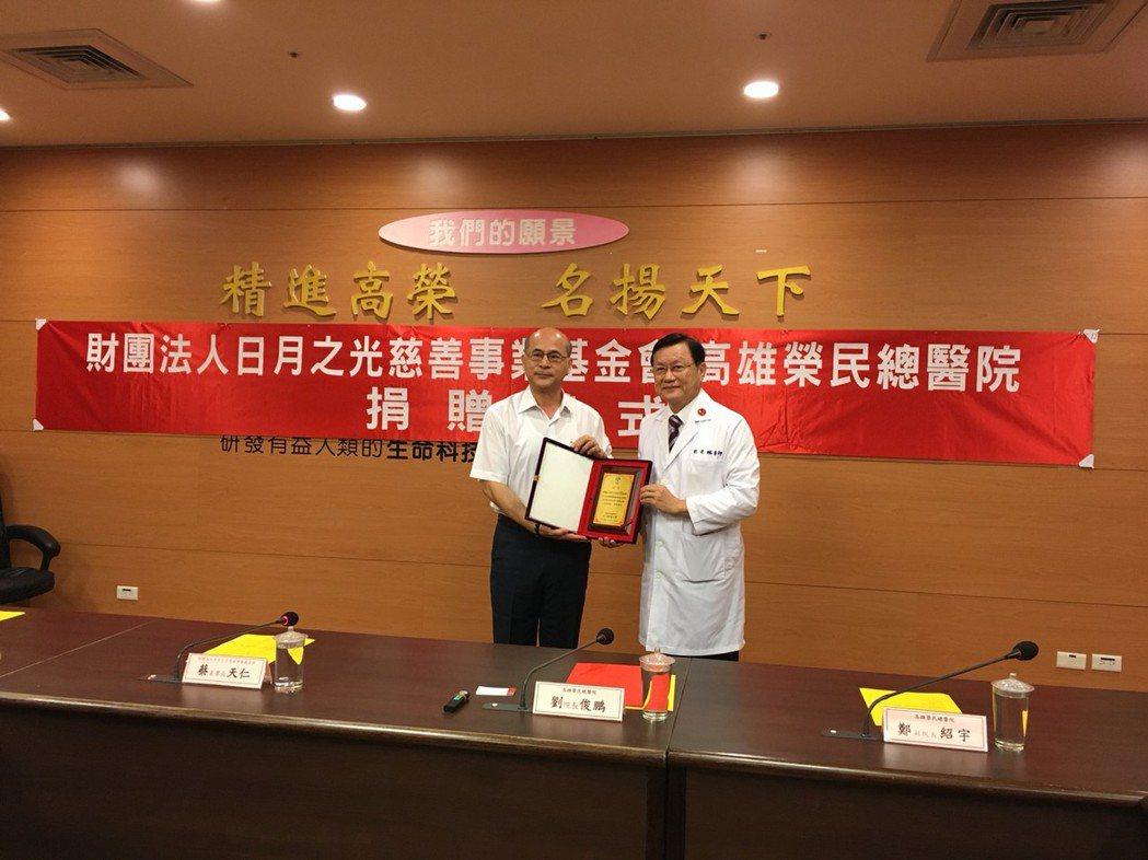 高雄榮總多年來守護南部民眾的健康,在院長劉俊鵬的帶領下,積極擴大照顧醫療資源缺乏...