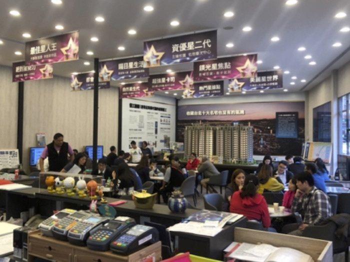 「新板巨星」推865萬起買2+1房,熱銷不斷,所剩不多,在大台北很難找到如此高C...