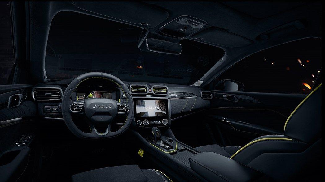 內裝縫線使用金色系與外觀車漆呼應。 摘自領克汽車