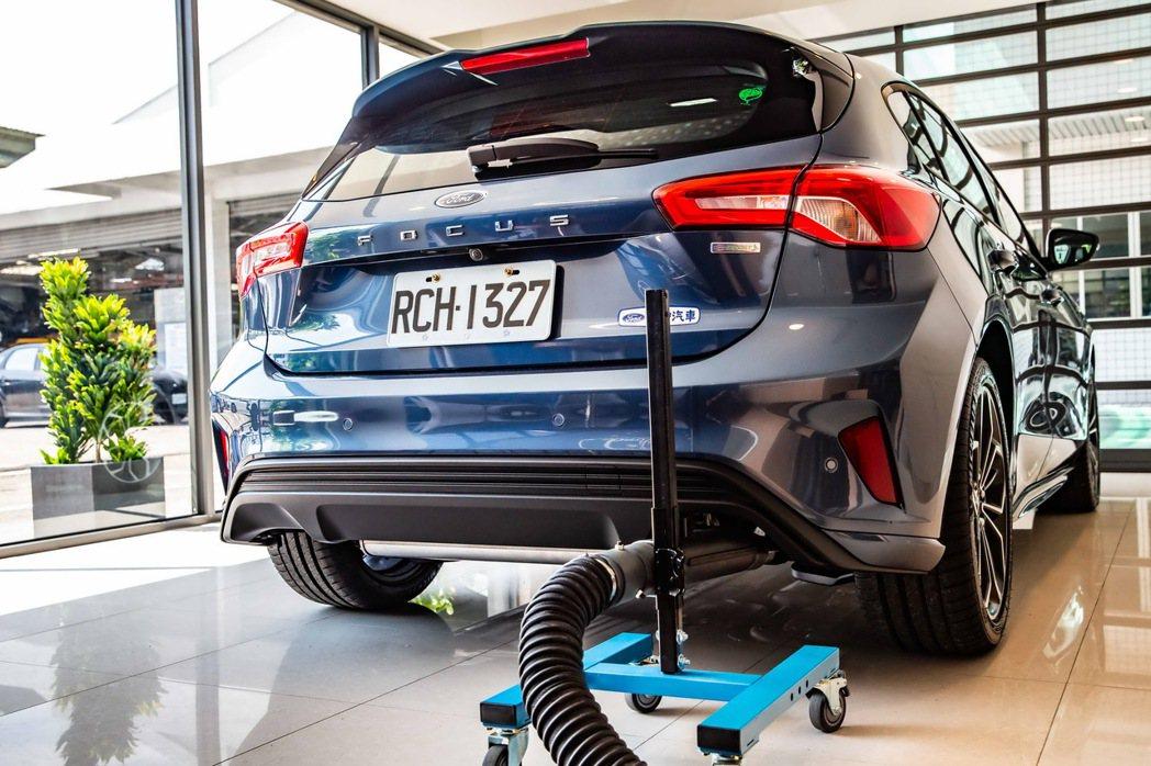 除了新穎的裝潢外,更貼心的設有廢氣排放裝置,結合冷房空調,讓車主在舒適的環境中交...