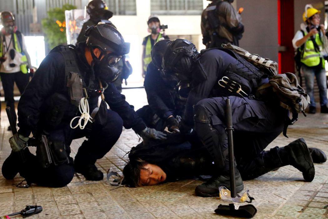 林鄭宣布撤回逃犯條例後,恐怕無助平息抗爭,也預期政府將會以更大的暴力鎮壓示威者。...