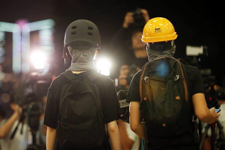 在別人眼中,香港真的要進入革命了。但港人可能是最後知道的一群。 圖/路透社