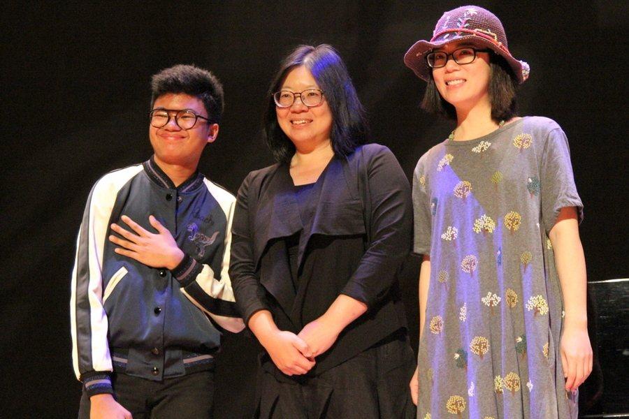 鋼琴神童喬伊亞歷山大(左)來台演奏,彩排時跟台灣爵士樂好手許育瑛(右)合作愉快。...