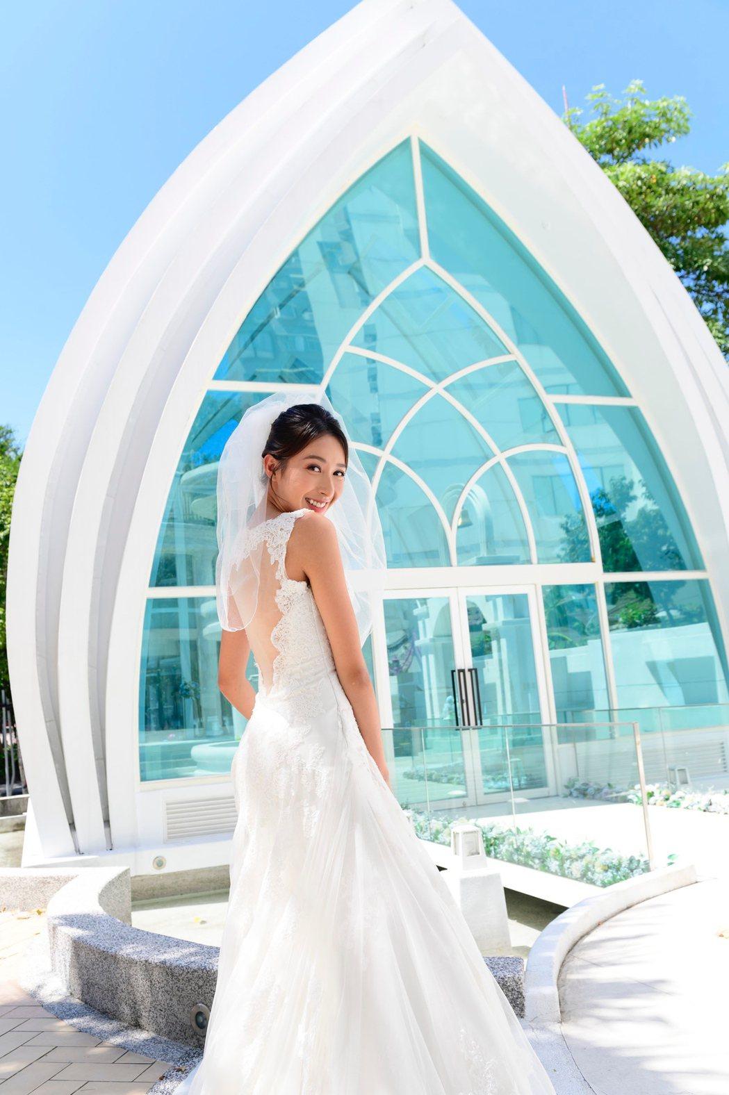 楊晴披婚紗展現好身材。圖/TVBS提供