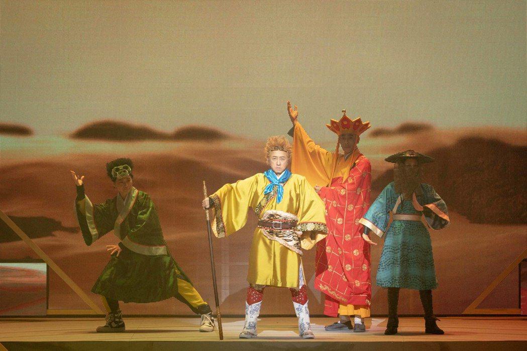 小民(左起)、庾澄慶、馬念先與Erika組成西遊取經團。圖/耳東劇團提供