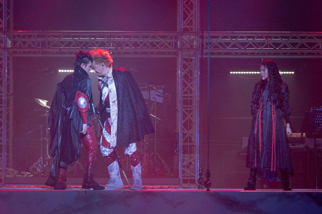 老蕭與哈林劇中以音樂battle,擦出不少火花。圖/耳東劇團提供