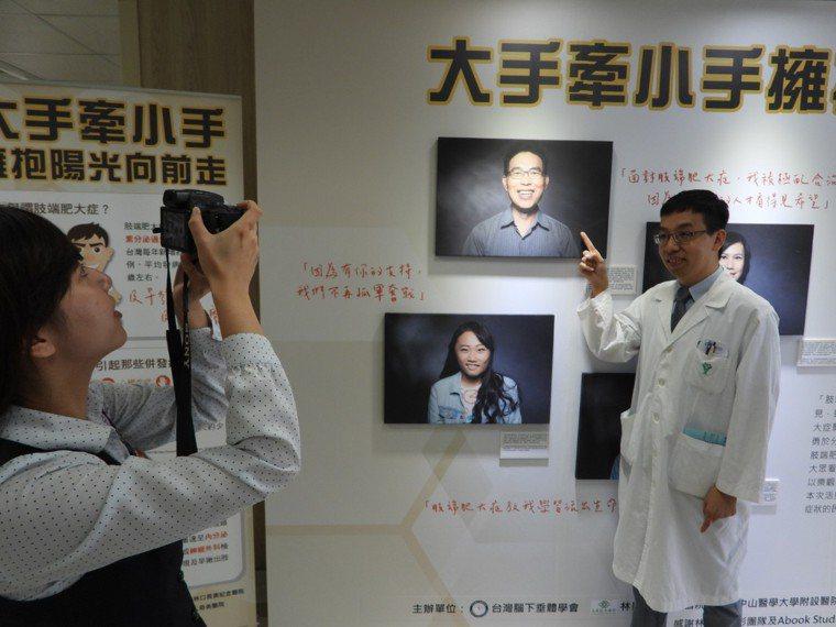 醫師田凱仁提醒手腳五官幾年內肥大的中年民眾,要留意有無相關症狀。記者周宗禎/攝影