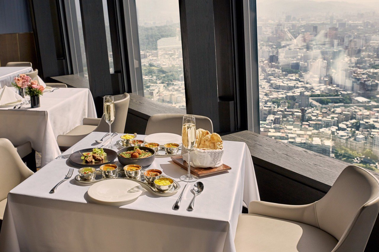 高樓美景吃大餐,不一定要花大錢。圖/Saffron 46提供
