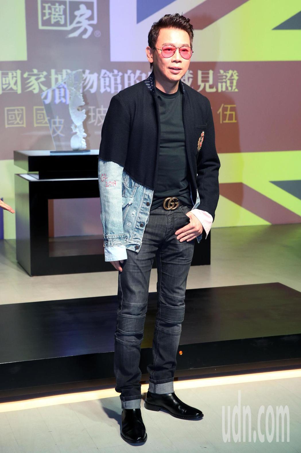 琉璃工房東西方窯鑄玻璃大師展覽,特別來賓陶喆現身 。記者林俊良/攝影