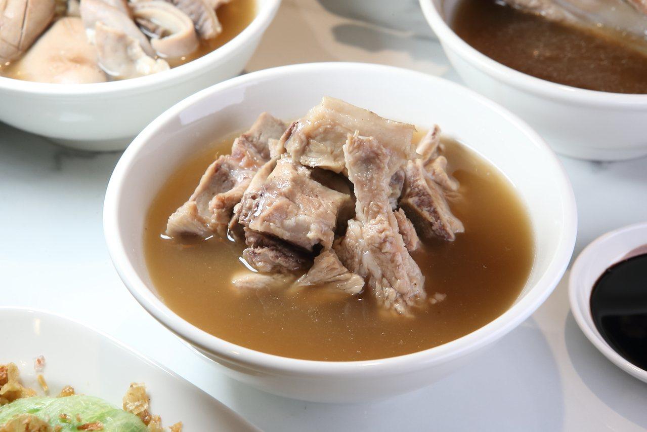 人氣肉骨茶,每碗170元。記者陳睿中/攝影