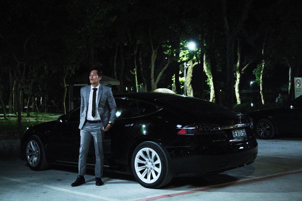 藍正龍劇中開名車。圖/拙八郎提供